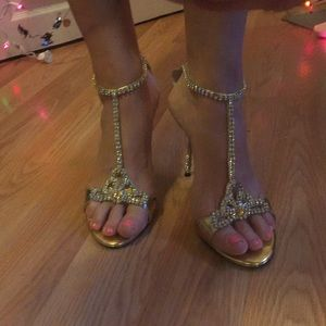 Shoes - Golden bling heels 10